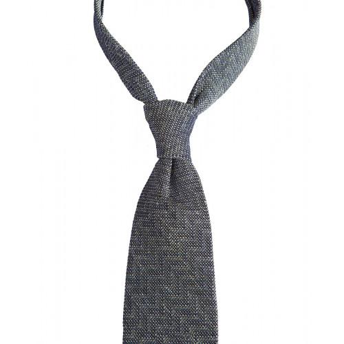 Zielony krawat z wyraźną fakturą