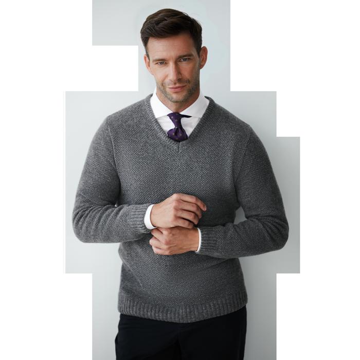 Szary sweter męski z dekoltem w serek