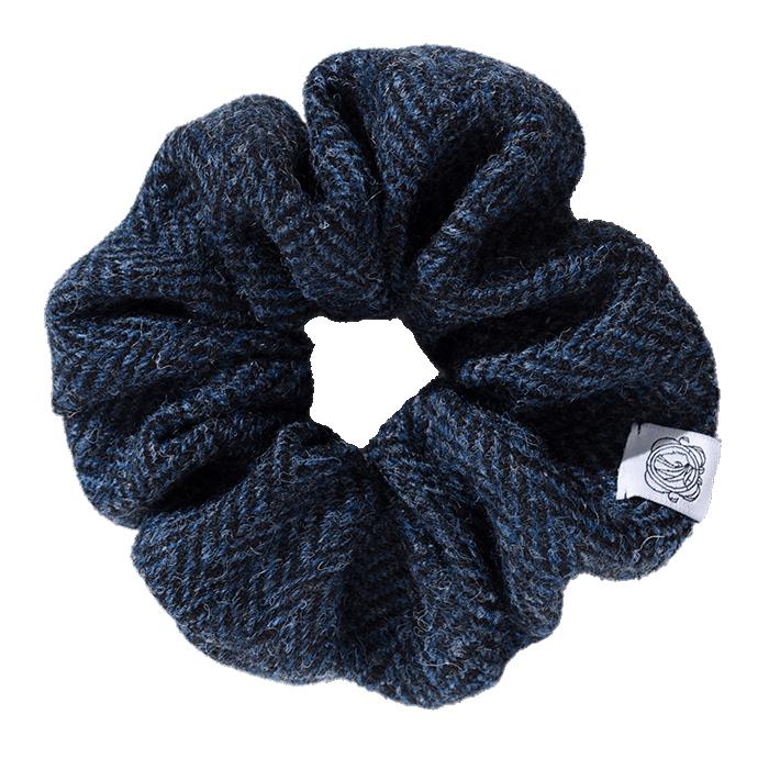 MeMadam: Scrunchie - granatowa wełniana gumka do włosów z Harris Tweedu