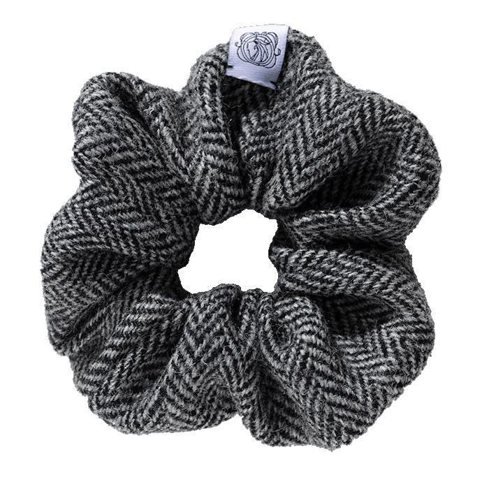 MeMadam: Scrunchie - szara wełniana gumka do włosów z Harris Tweedu